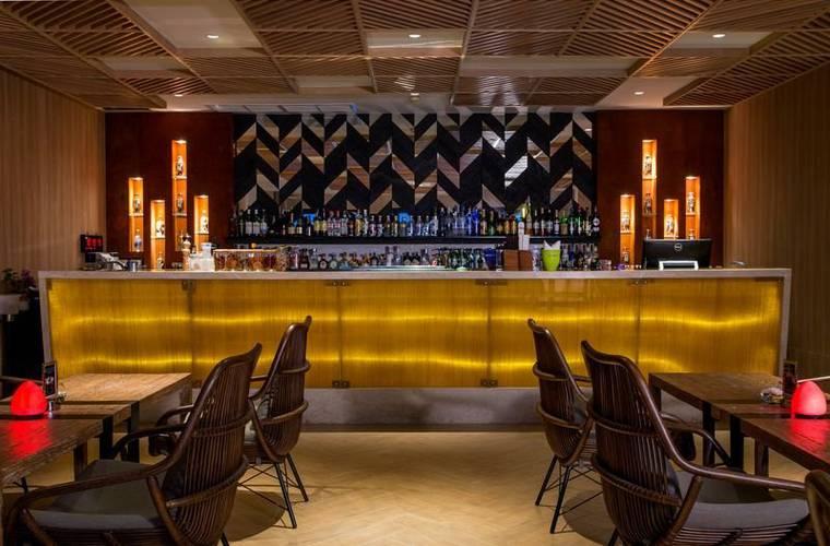 Vanilla sky bar & gastro pub cape sienna phuket gourmet hotel & villas